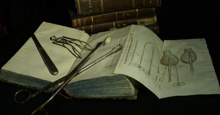 Chirurgom v 16. storočí pomáhala príručka s obrázkami plnými detailov